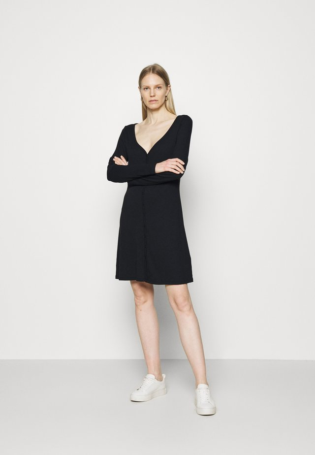 TRIBLEND BUTTON FRONT FLAIR DRESS - Sukienka z dżerseju - true black