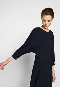 MAX&Co. - DADAISMO - Žerzejové šaty - midnight blue - 3