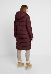 ONLY - ONLCAMMIE LONG QUILTED COAT - Płaszcz zimowy - port royale - 2