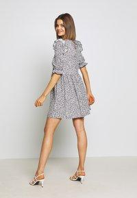 Miss Selfridge - TEXTURED MINI DRESS - Denní šaty - white - 2