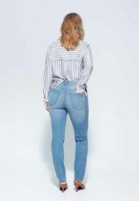 Violeta by Mango - SUSAN - Slim fit jeans - medium blue - 2