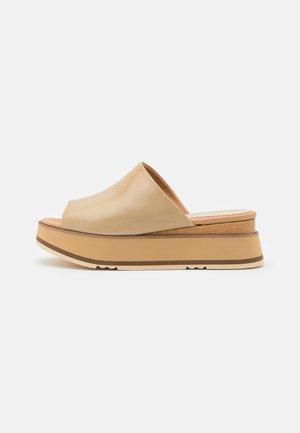 TEFE REDO - Pantofle na podpatku - lory torrone