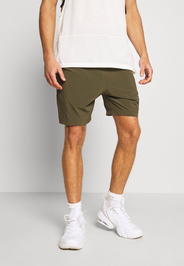 kurze Sporthose - khaki