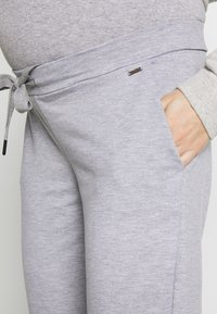 LOVE2WAIT - PANTS TRAVELLER - Pantalones deportivos - grey - 5