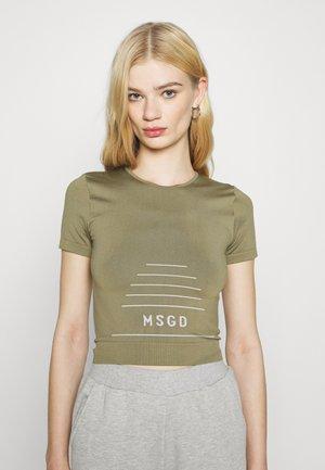 MSGD SEAMLESS CROP  - T-shirts med print - khaki