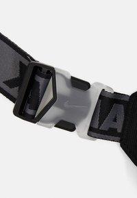 Nike Sportswear - NIKE AIR ESSENTIALS UNISEX - Sportovní taška - black - 3