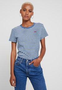 Levi's® - PERFECT TEE - Print T-shirt - raita indigo - 0