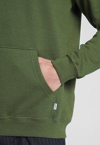 Cleptomanicx - EMBRO GULL - Hoodie - rifle green - 5