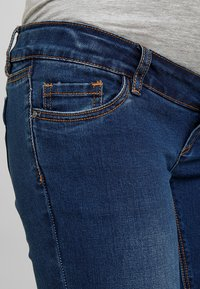 MAMALICIOUS - Slim fit jeans - blue denim - 5
