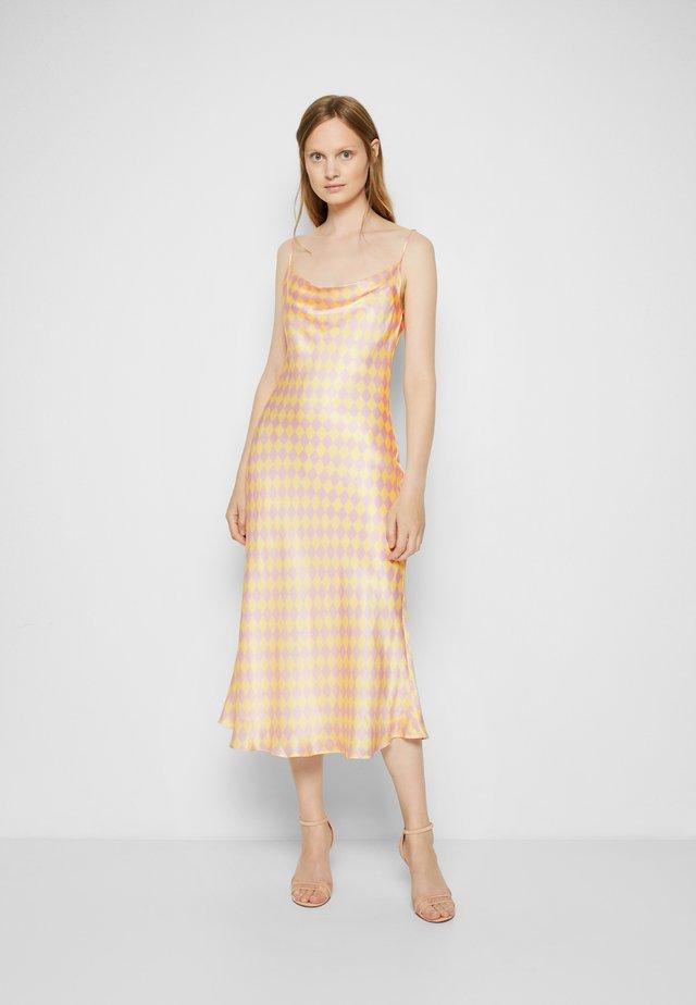AUBREY - Koktejlové šaty/ šaty na párty - pink/yellow