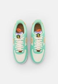 Nike Sportswear - AIR FORCE 1 - Sneakers - green glow/coconut milk/metallic gold/purple pulse/apricot agate - 4