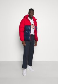 adidas Originals - REGEN PUFF - Gewatteerde jas - scarle conavy - 1