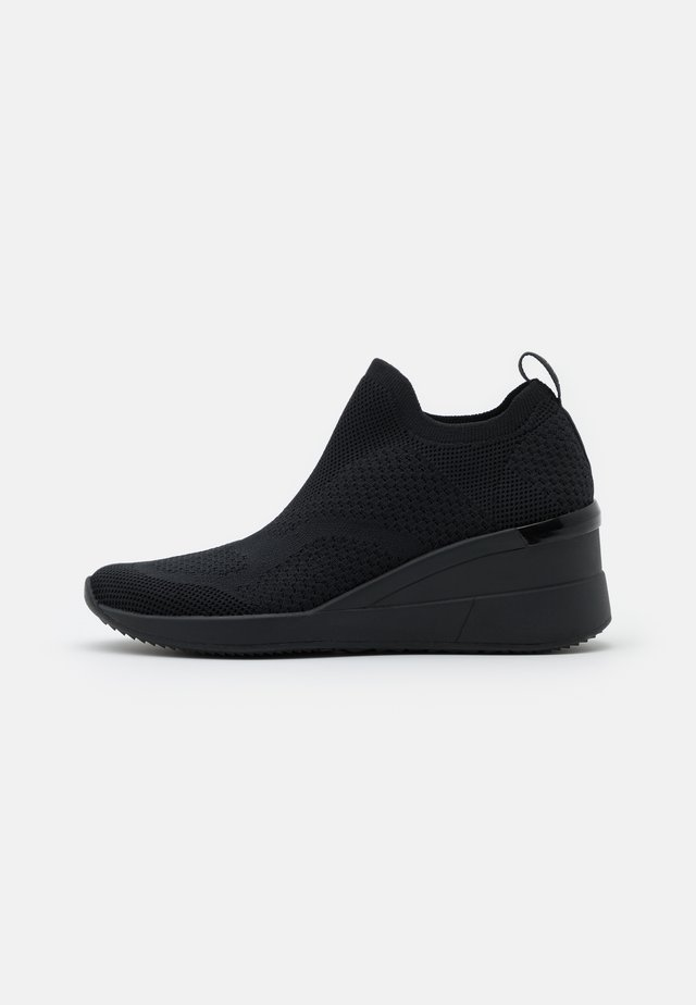 REVICTA - Zapatillas - black