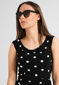 Dolce&Gabbana - Okulary przeciwsłoneczne - havana - 0