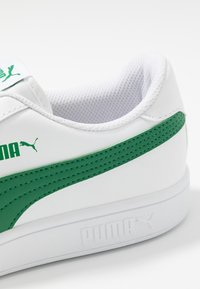 Puma - SMASH  - Matalavartiset tennarit - white/amazon green - 5