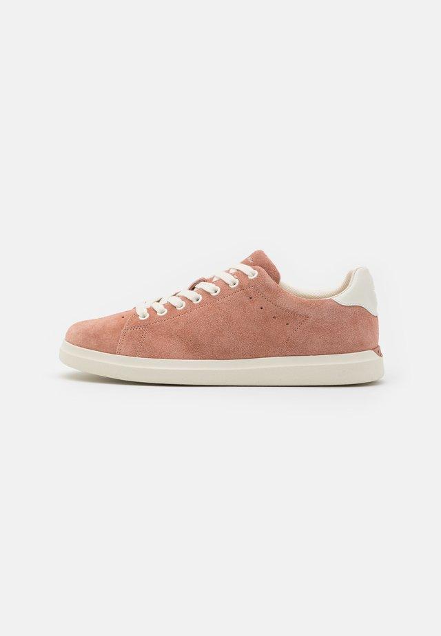 HOWELL COURT - Sneakers basse - malva/new ivory