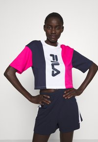 Fila Tall - CROPPED TEE - Print T-shirt - pink yarrow/black iris/bright white - 0