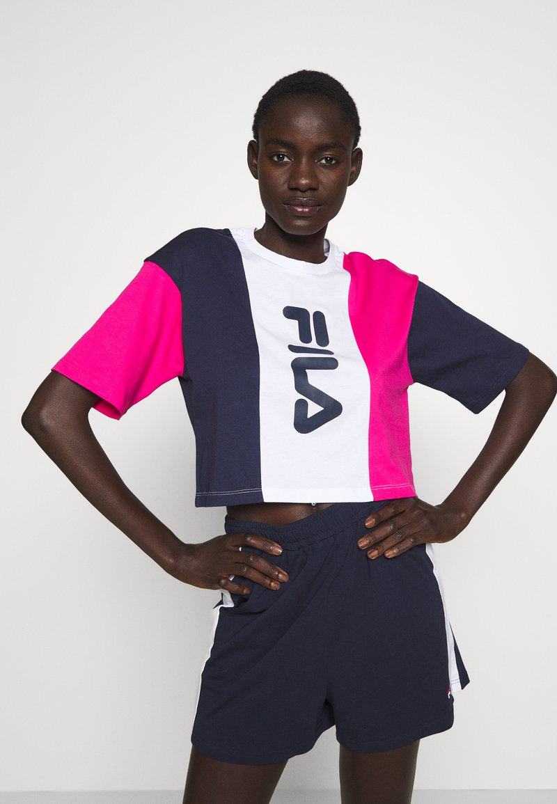 Fila Tall - CROPPED TEE - Print T-shirt - pink yarrow/black iris/bright white