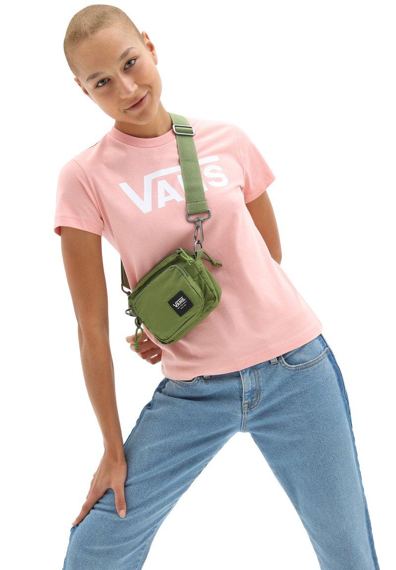 Vans - WM HI RISER CROSSBODY BAG - Across body bag - cedar green