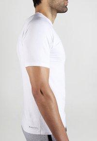MOROTAI - Basic T-shirt - white - 4