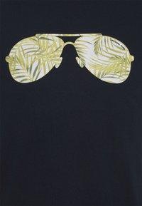 Michael Kors - PALM AVIATOR TEE - Print T-shirt - midnight - 2