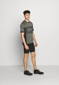 Zimtstern - TECHZONEZ MEN - Print T-shirt - gun metal/pirate black/granite green - 1