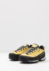 La Sportiva - TX5 LOW WOMAN GTX - Hiking shoes - celery/cloud - 2