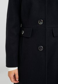 Dorothy Perkins Petite - DOLLY COAT   - Kåpe / frakk - navy - 6