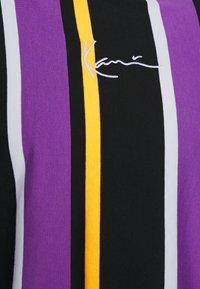 Karl Kani - UNISEX SIGNATURE STRIPE LONG SLEEVE - Long sleeved top - black - 2