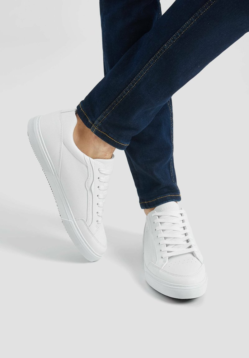 PULL&BEAR - Trainers - white