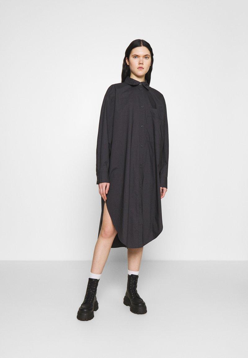 Monki - CAROL DRESS - Shirt dress - grey dark