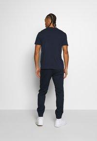 Champion - ROCHESTERS GRAPHIC CREWNECK - T-shirts print - dark blue - 2