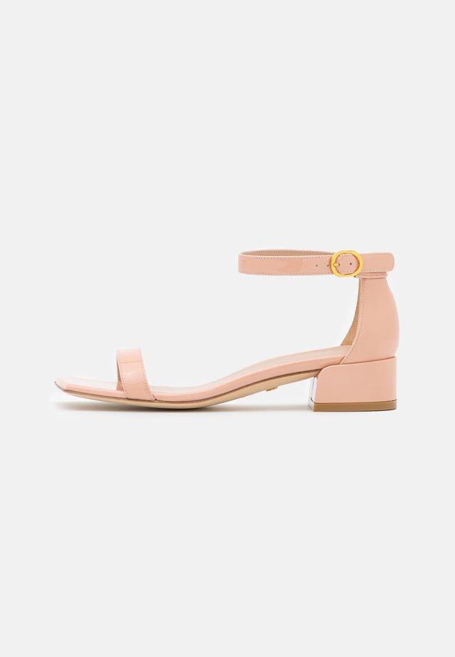 NUDISTJUNE SQUARE - Sandals - poudre