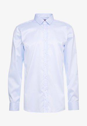ELISHA SLIM FIT - Formal shirt - light/pastel blue