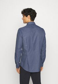 Calvin Klein Tailored - SMALL CHECK EASY CARE SLIM - Formal shirt - blue - 2