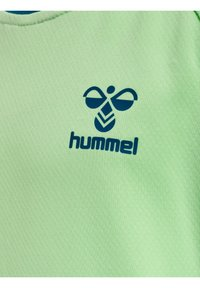 Hummel - ACTION  - Print T-shirt - green ash/blue coral - 3