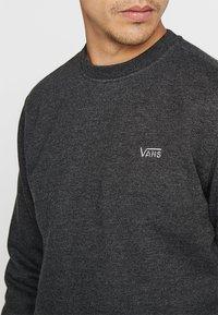 Vans - BASIC CREW - Bluza - black heather - 4