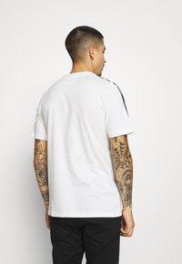 adidas Originals - STRIPE UNISEX - Print T-shirt - chalk white - 2