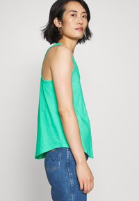 GAP - TANK - Top - siren green - 3