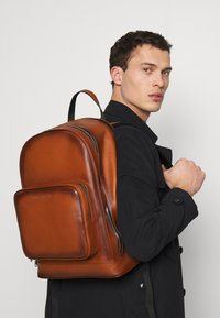 Tommy Hilfiger - CASUAL BACKPACK - Reppu - brown - 1