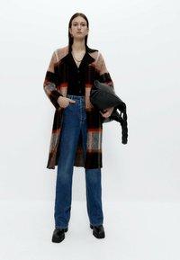 Uterqüe - Classic coat - black - 1