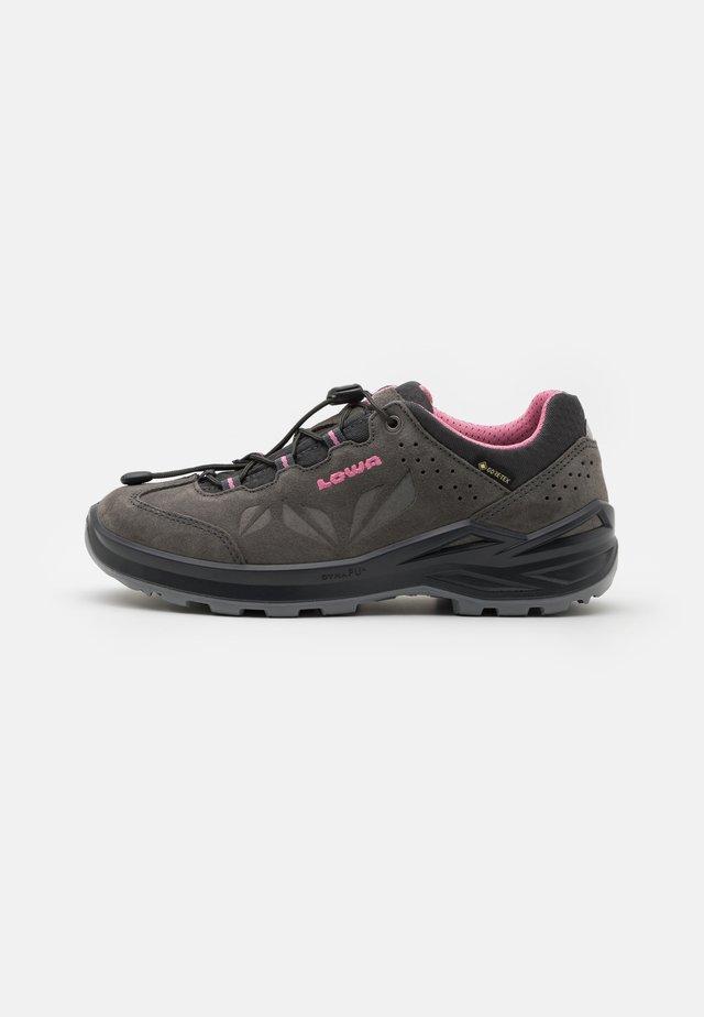 MARIE II GTX UNISEX - Chaussures de marche - graphit/rose