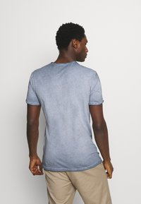 Key Largo - OUTCOME BUTTON - T-shirt con stampa - steel blue - 2