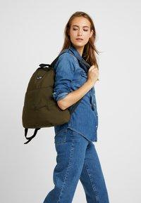 Bag N Noun - CANADA FLAP SAC - Rucksack - olive - 5
