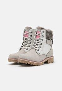 TOM TAILOR - Šněrovací kotníkové boty - ice - 1