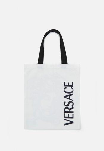 MEDUSA TOTE - Across body bag - bianco/nero