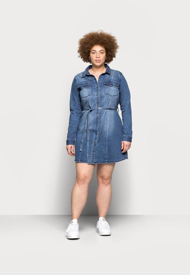 CARNETTE LIFE BELT TUNIC DRESS - Spijkerjurk - medium blue denim
