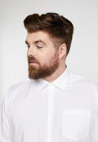 Seidensticker - REGULAR FIT - Formal shirt - white - 3