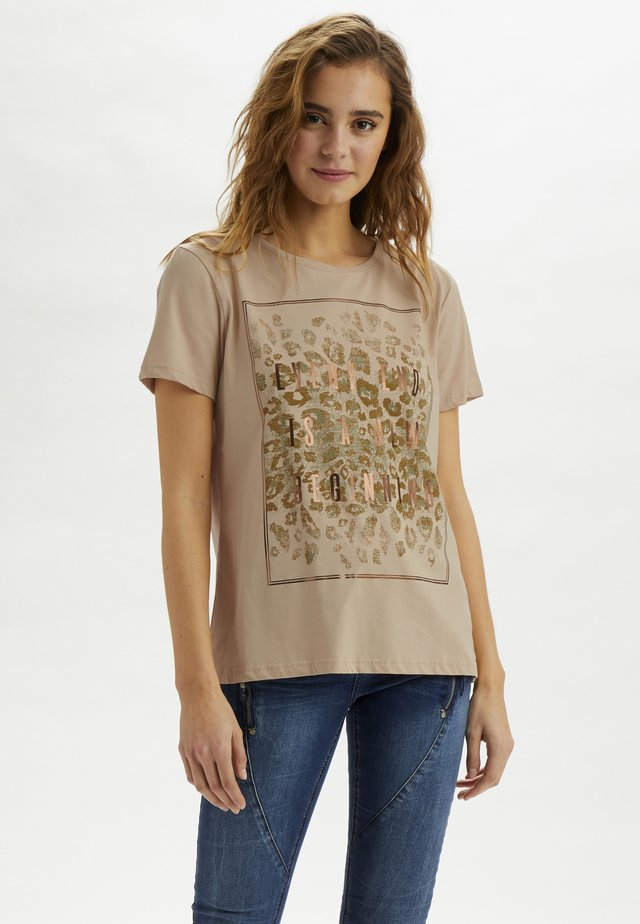CRYARNA - T-shirt z nadrukiem - sesame