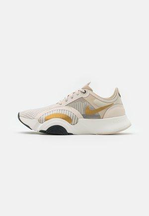 SUPERREP GO - Sports shoes - light orewood brown/dark smoke grey/metallic gold